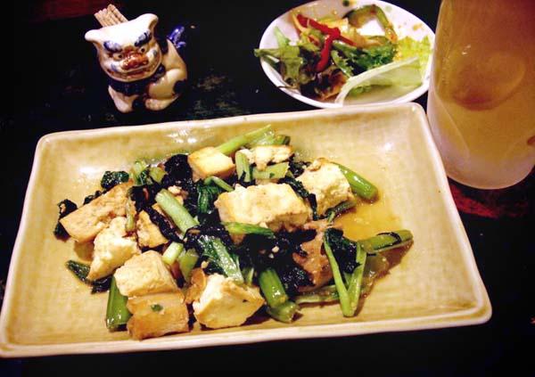沖縄料理と南米料理の相性やいかに?(C)日刊ゲンダイ