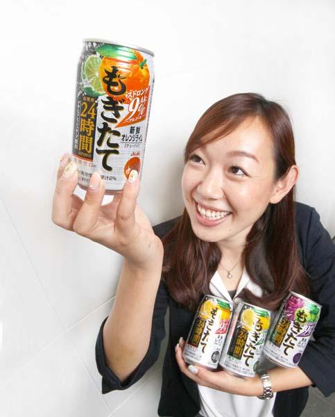 5月にはオレンジライム味も新発売(C)日刊ゲンダイ