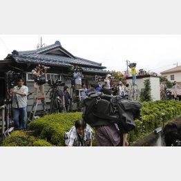 送検された植松容疑者を取材する報道陣