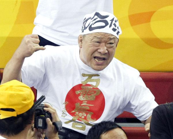 アニマル浜口さんも自腹…のはず(C)日刊ゲンダイ