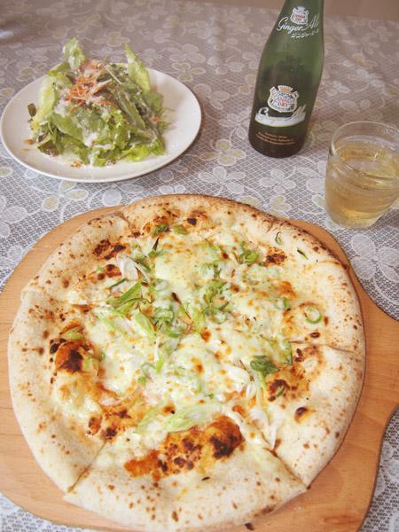 「辛みそとネギの和風ピザ」は地元主婦にも人気(C)日刊ゲンダイ