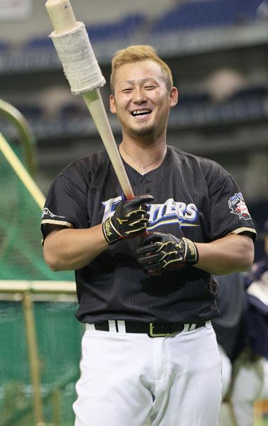 勝ち越しの適時二塁打を放った中田(C)日刊ゲンダイ