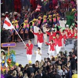 開会式に参加する日本選手団