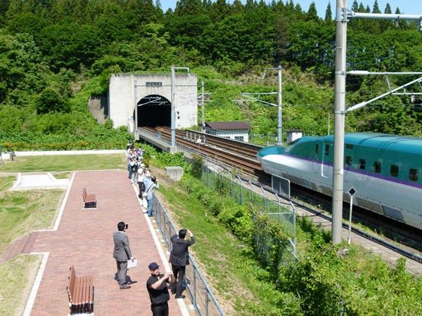 青函トンネル入口広場にて(提供写真)