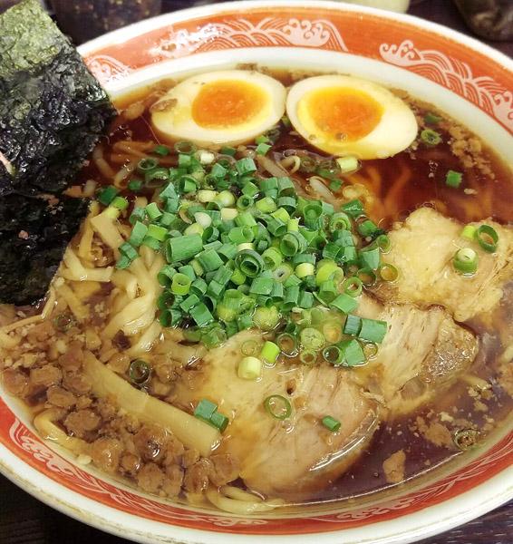 「魂のラーメン(煮玉子入り)」/(C)日刊ゲンダイ