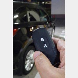 電子キーでドアロックを解除するときはご注意(C)日刊ゲンダイ