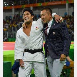 鈴木コーチとメダル獲得を喜ぶ