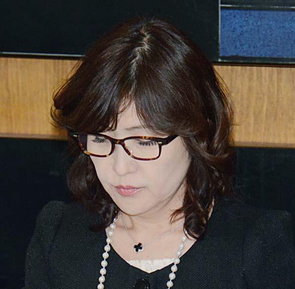 靖国参拝を見送った稲田防衛相(C)日刊ゲンダイ