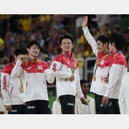 体操の内村選手(左から2人目)は「団体の金」を重視