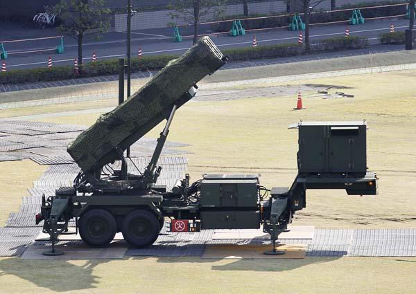 防衛庁に設置される「PAC3」/(C)日刊ゲンダイ