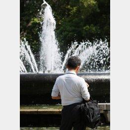 水分補給をこまめに(写真はイメージ)/(C)日刊ゲンダイ