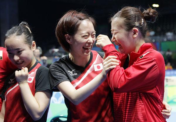 銅メダル獲得を喜ぶ卓球女子団体(C)真野慎也/JMPA