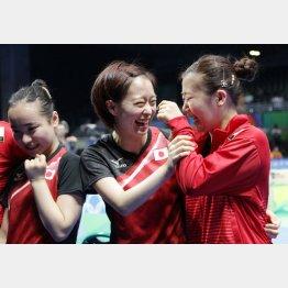 銅メダル獲得を喜ぶ卓球女子団体