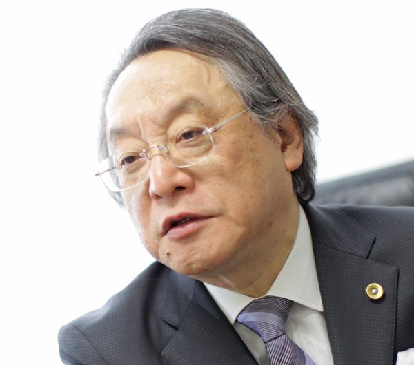 「改憲は不要、法律改正でいい」と語る小林節氏(C)日刊ゲンダイ