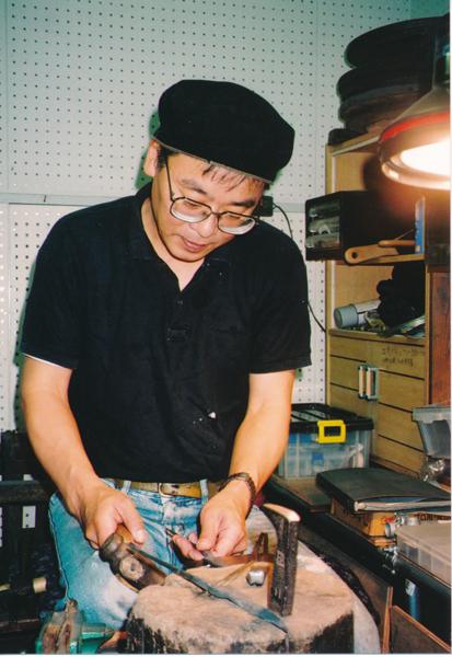 「博多鋏」、高柳商店の4代目、高柳晴一さん(提供写真)