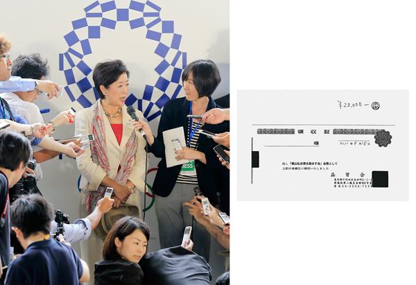 24日、帰国し記者団に囲まれる小池都知事(C)日刊ゲンダイ
