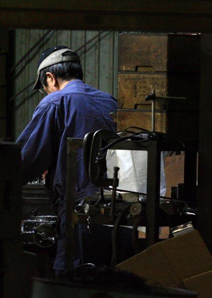 日本経済の強みは優れた技術を持つ中小企業なのに(C)日刊ゲンダイ