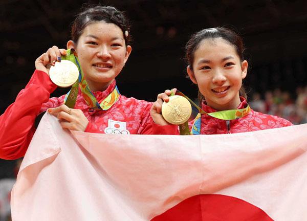 バドミントン女子ダブルスで優勝したタカマツ(C)真野慎也