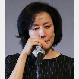 息子逮捕の謝罪会見をする高畑淳子(C)日刊ゲンダイ