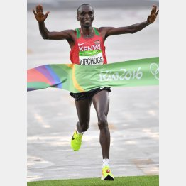 リオ五輪男子マラソンで優勝したケニアのエリウド・キプチョゲ(C)JMPA
