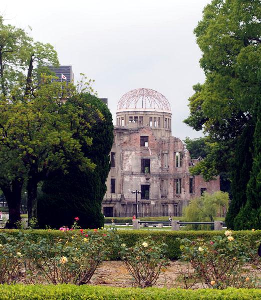 オバマの見た原爆ドーム(C)日刊ゲンダイ