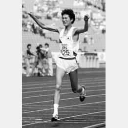 86年アジア大会(ソウル)男子マラソンで優勝した中山/(C)共同通信社