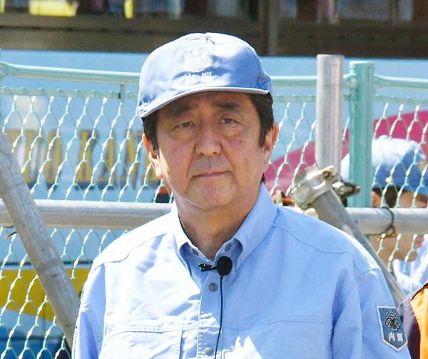 9月1日は防災服(C)日刊ゲンダイ