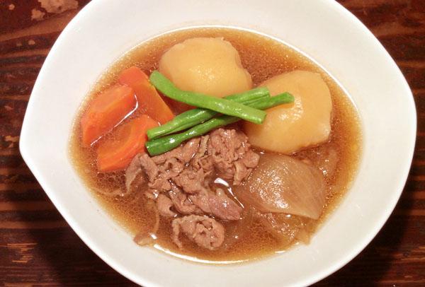 甘い濃い味付けの肉じゃが(C)日刊ゲンダイ
