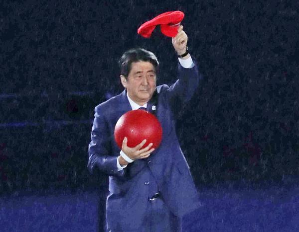 賛否両論だった安倍マリオ(C)真野慎也/JMPA