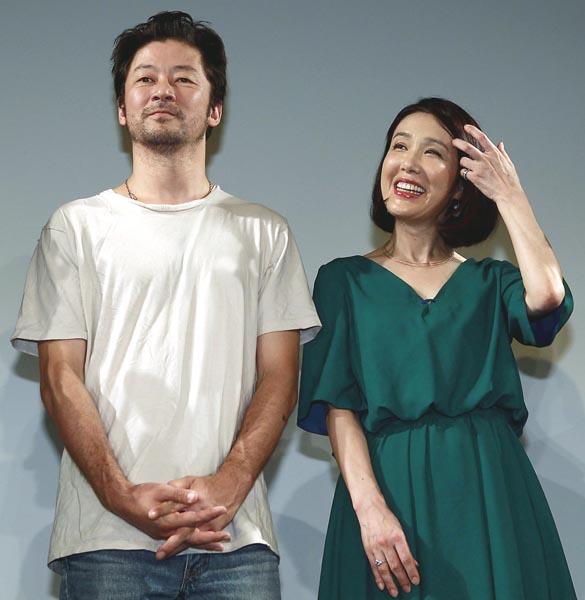 浅野忠信(左)と筒井真理子(C)日刊ゲンダイ