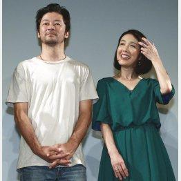 浅野忠信(左)と筒井真理子