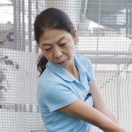 佐藤洋子プロ<3>フォロースルーは飛球線内側を通る
