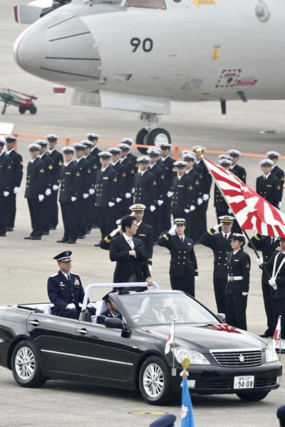 周辺諸国の軍事増強の口実に…(C)日刊ゲンダイ