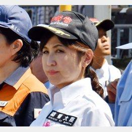 戦前回帰を進める稲田防衛相(C)日刊ゲンダイ