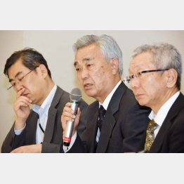 中央が水島藤一郎理事長(C)日刊ゲンダイ