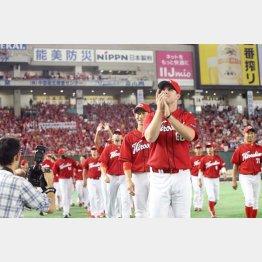 「赤いチームが勝つのは気持ちがいい」と共産党の小池議員(C)日刊ゲンダイ