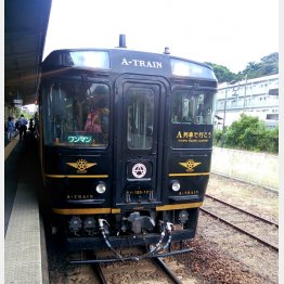 車内にバーが設けられた特急「A列車で行こう」(C)日刊ゲンダイ