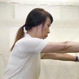 今村敏子プロ<1> 体が硬くなった人はヒザの向きを意識して可動域を広げる