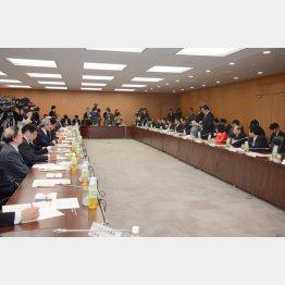 金融庁幹部と金融関係団体との意見交換会(C)日刊ゲンダイ