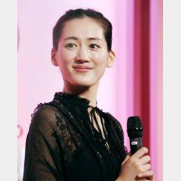 笑顔で語った綾瀬はるか(C)日刊ゲンダイ