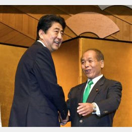 単なる激励会に首相が出席(C)日刊ゲンダイ