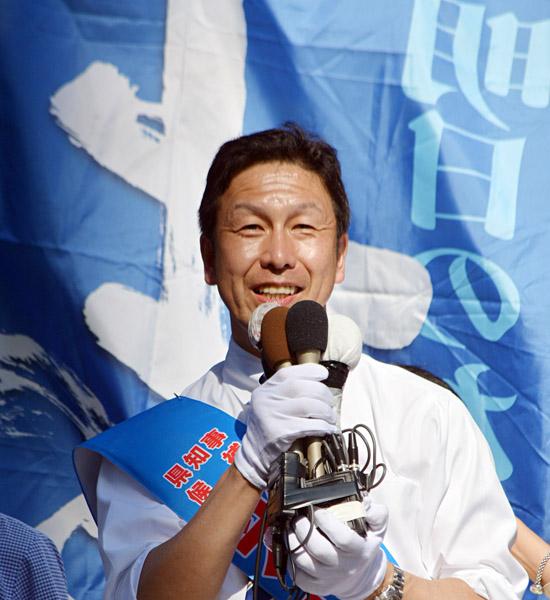 猛烈な追い上げを見せる米山隆一候補(C)日刊ゲンダイ