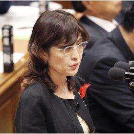 9月30日の衆院予算委では涙の答弁(C)日刊ゲンダイ