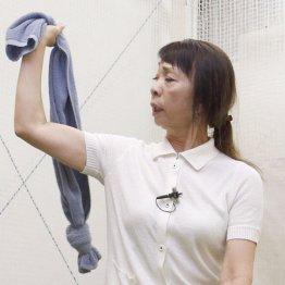 今村敏子プロ<3>タオルを使って腕のたたみ方をマスター