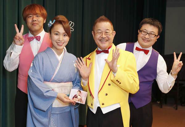 マギー司郎さん(右から2人目)/(C)日刊ゲンダイ