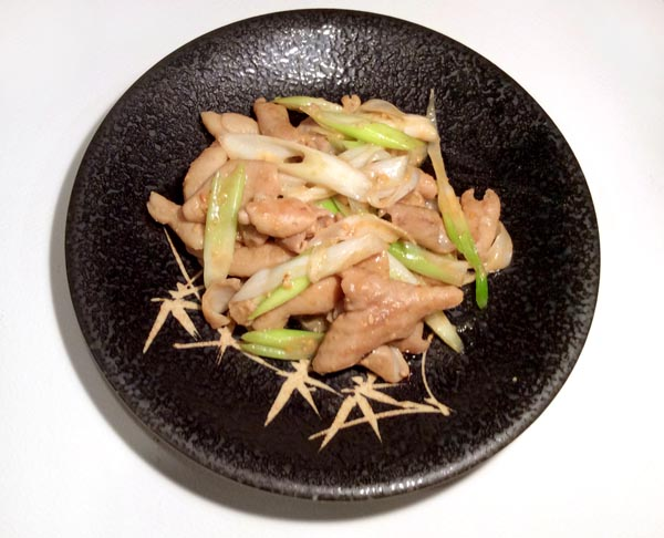 豚のモツとネギの味噌炒め(C)日刊ゲンダイ