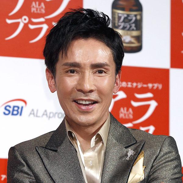 郷ひろみはジャニー氏の「理想のアイドル像」だった(C)日刊ゲンダイ