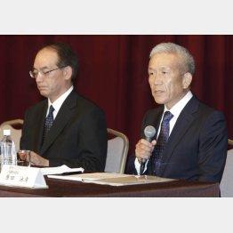14年7月顧客情報流出事件で謝罪会見をする原田元社長ら(C)日刊ゲンダイ