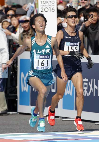 監督は「世界で戦える選手」と一色(左)を高評価(2月の東京マラソン)/(C)日刊ゲンダイ