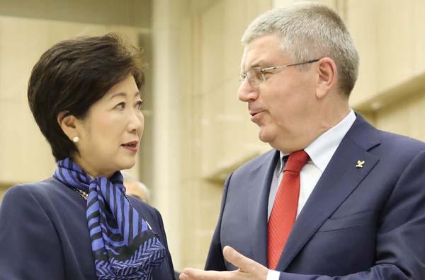18日に会談した小池都知事とバッハIOC会長(C)日刊ゲンダイ